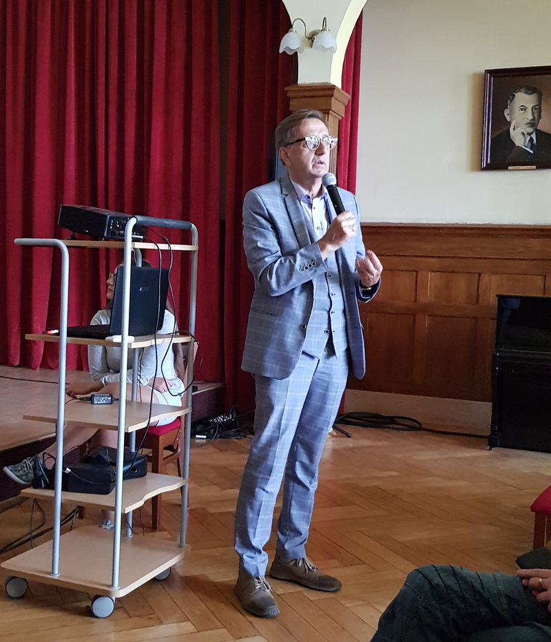 Prof. Łazuga